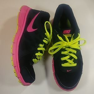 Nike Women's Size 8.5 Revolution 2 Black & Pink